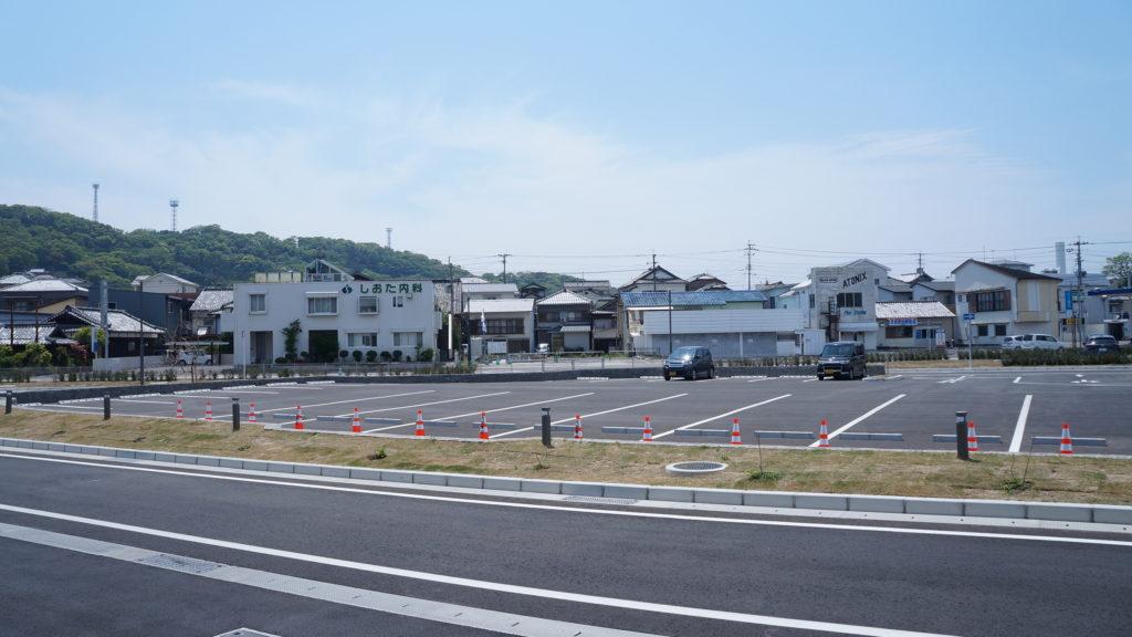 口之津ターミナルバス乗り場から見るしおた内科胃腸科医院